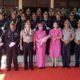 Kapolres lama dan baru, saat berfoto dengan pasukan pedang pora Polres Pasuruan