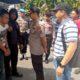 Pelaku RN saat dikeler ke Mapolresta Pasuruan Kota, setelah kaki kananya ditembak petugas. (hen)