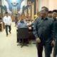 anggota FPKB saat wall out dari ruang sidang paripurna