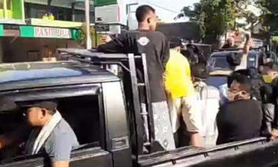 jenasah MM dibawa keluarganya menggunakan mobil pikap