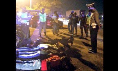 belasan remaja dihukum push-up oleh petugas